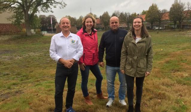 Michiel Eereberg, fractielid Hart voor Hilversum, samen met bestuursleden BIK Charlotte de Boer, Arthur Verweij en Mirjam van der Werff.