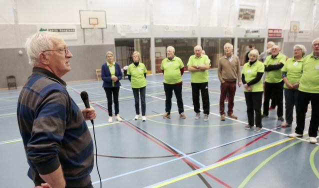 Wethouder Jan den Dunnen verwelkomt de deelnemers van de fittest.