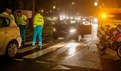 De weg was enige tijd versperd door het ongeval.