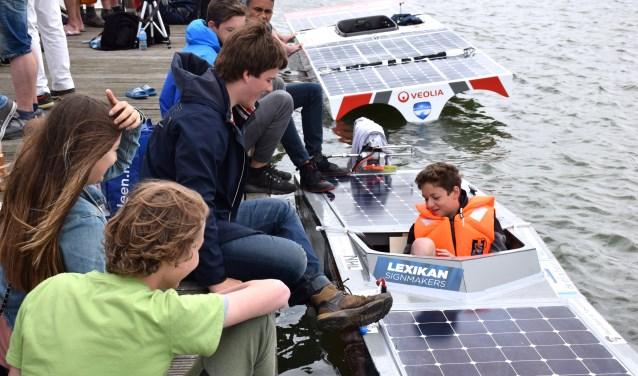 Het IJburg College doet mee aan de Young Solar Challenge.