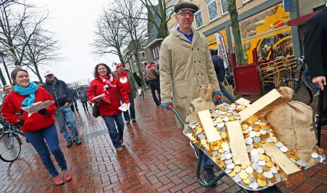Geen kruiwagen vol publiek geld bestemmen voor de directeur van nieuwe stichting, aldus de SP.