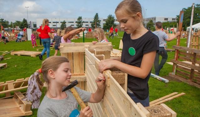 De Kindervakantieweek in Huizen kreeg geld voor het realiseren van het kindercircus afgelopen jaar.