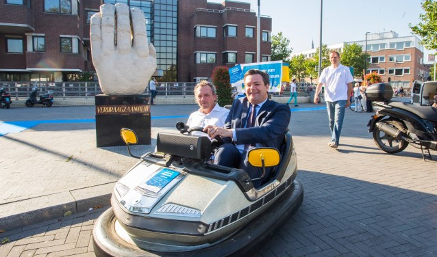 Wethouder Voorink reed vorig jaar in botsauto rond op het Stationsplein. Foto: Bastiaan Miché
