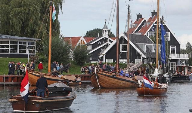 In en rondom de haven en op de surfstranden wordt zaterdag de Dag van de Watersport gevierd.
