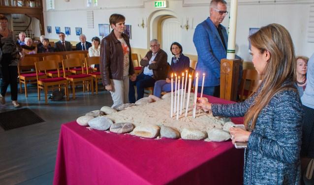 Kaarsen voor de overleden kinderen van de Berg Stichting.