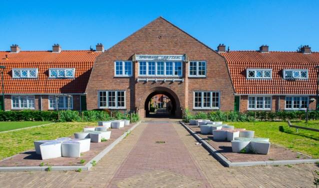 Zaterdag wordt ook 100 jaar Bloemenbuurt, hier is de Anemonenstraat te zien, gevierd.