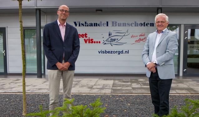 Rechts Jan Kroon, samen met René Schiltkamp voor Vishandel Bunschoten, waar zij hopen een vispaviljoen te kunnen starten.