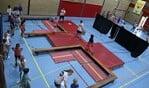 Kinderen hebben plezier zich tijdens Kinderzomerspelen.