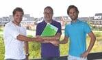 Van links naar rechts directeur Pop, burgemeester Roland van Benthem en de heer De Boer.