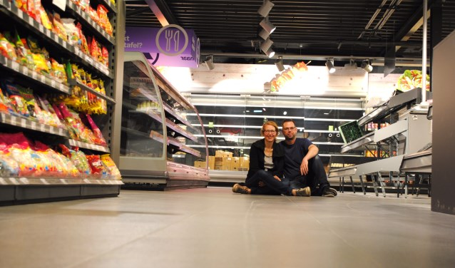 Karin en Jeffrey Veldt zijn blij met de ruimere indeling van hun winkel.