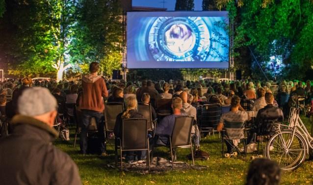 De openluchtfilm in het Dudokpark gaart dit jaar niet door.