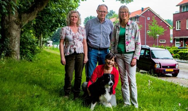 Bewoonsters Marit van Waveren en Inge Dikken hebben met hulp van Jelle Harder en Karin Walters een bezwaarschrift ingediend.