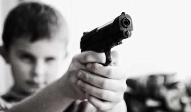 Politie: Let op met nepwapens, je kunt van afstand niet zien of ze echt of nep zijn.