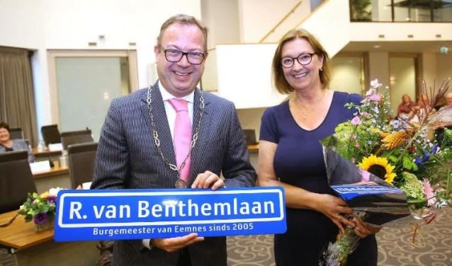 Roland van Benthem samen met PvdA-raadslid Wilma de Boer.