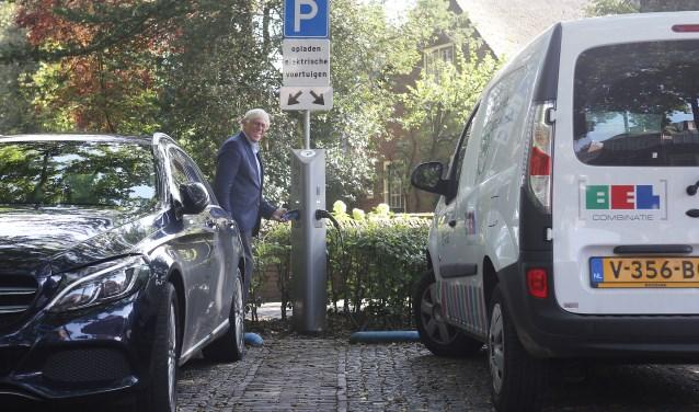 Twee nieuwe openbare laadpalen in Laren