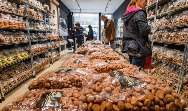 Pepernotenfabriek: 'Van die seroendeng kruidnootjes blijf je eten'