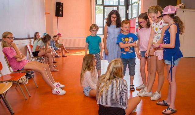 Bolletje Rolletje huurt jaarlijks de grote zaal van wijkcentrum 't Holleblok voor een week kindertoneel in de vakantie.