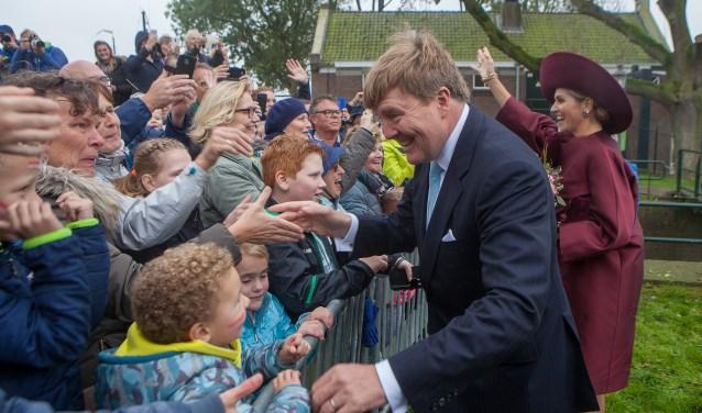 Oktober: fans van het koningshuis bij het Gemaal.