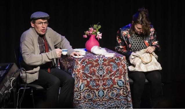 Een scène uit 'De dementie van Jet en Harrie' door theatergroep Ervarea.
