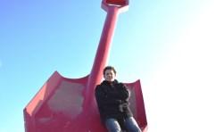 Jeroen Overweel heeft als symbool van de WIJburgerraad de grote schep die bij de entree naar het strand staat.