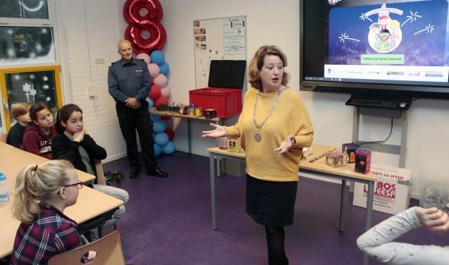 Kruisinga stond onlangs nog voor de klas om kinderen te vertellen over de gevaren van vuurwerk.