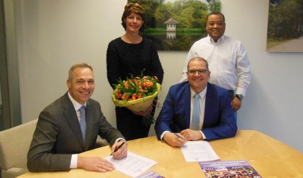 De ondertekening van het nieuwe sponsorcontract.