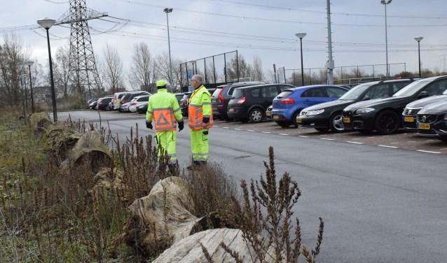 Om het parkeerprobleem in goede banen te leiden staan er tegenwoordig verkeersbegeleiders.