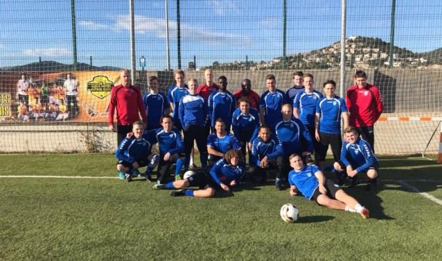 De selectie van SV Diemen op trainingskamp in Spanje.