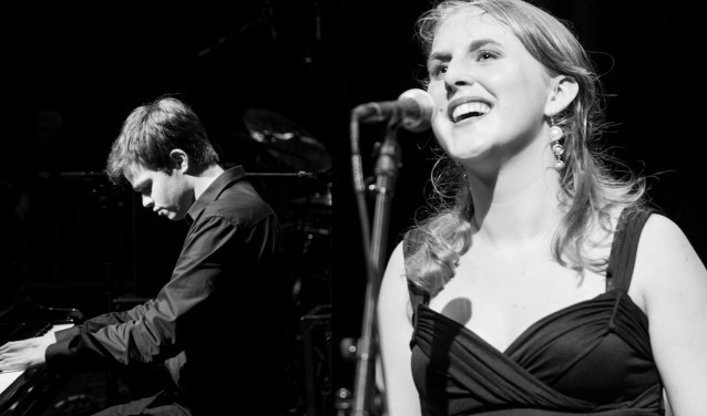 Lizzy Ossevoort en Stefan Bos treden op tijdens de Poëzie Avond.