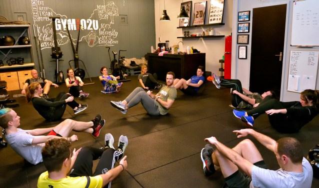 Dax van de Velden leidt een training in Gym020.