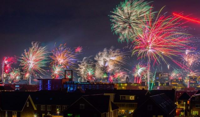 Vanaf het Marktplein maar ook ver daarbuiten konden Hilversummers genieten van de vuurwerkshow.