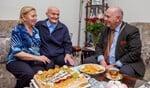 Het jubilerende paar met burgemeester Fons Hertog.