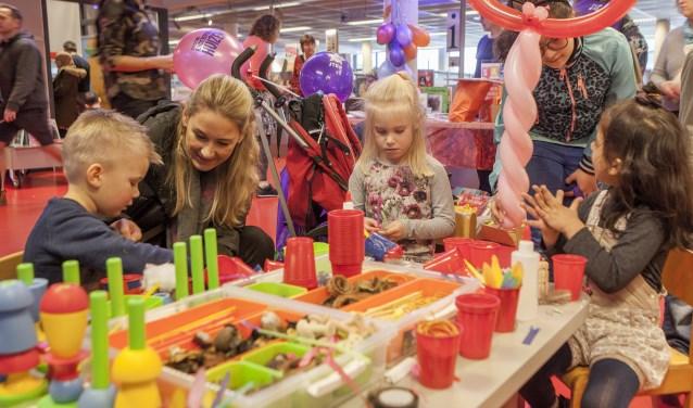 Kinderen konden vandaag onder andere knutselen op de Peutermarkt.