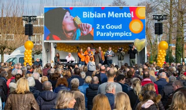 Mentel werd na het behalen van haar twee gouden medailles al gehuldigd in haar woonplaats.