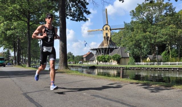 Overmars won al drie keer in Weesp.