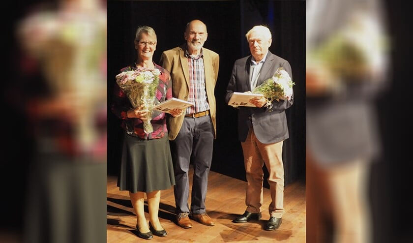 V.l.n.r.: Titie Mol, auteur Ronald van de Vate en Jan Mol.