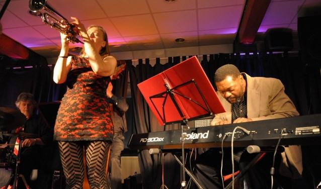 Saskia Laroo en Warren Byrd treden deze keer samen op tijdens het Kunstcafé.