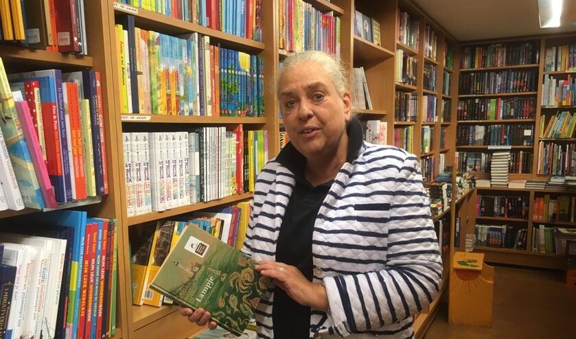 Lenneke Gons van boekhandel Los  raadt het kinderboek 'lampje' aan.