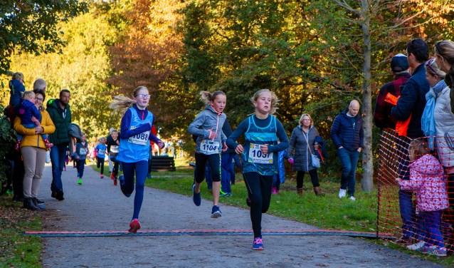 Ook bij de jeugd werd hard gelopen tijdens de Lidl Wolfskamerloop.