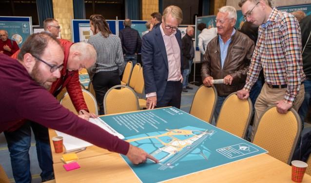 Met veel animo en interesse werden maandag de plannen voor het Stationsplein besproken in het raadhuis.