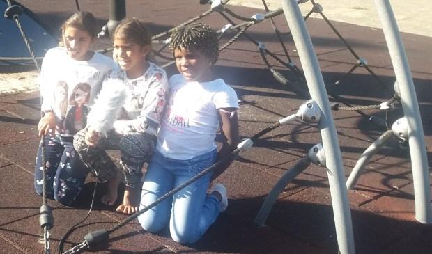 Kinderen van de Kinderraad geïnterviewd over hun initiatief.