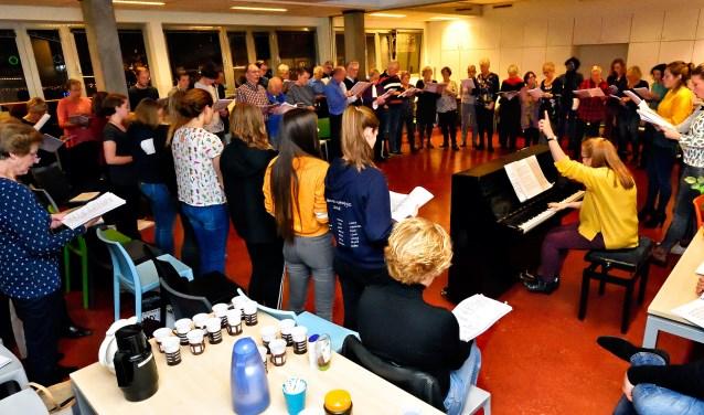 Iedere maandag repeteert EDOG Muzikaal Theater in Theater de Omval.