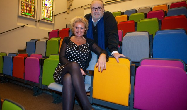 Astrid Cattel en Maurice Hermans in het kleurrijke Brinkhuis-theater.