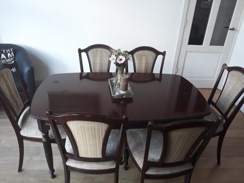 Te Koop Tafel : Te koop notenhouten tafel en stoelen marktplein