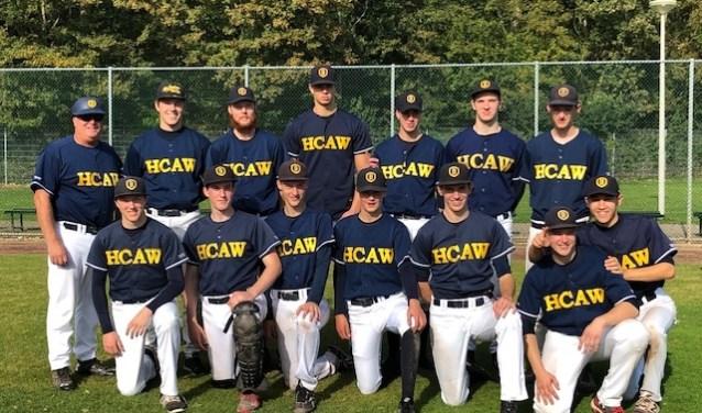 Coach Jay (links) en de kampioenen van HCAW.