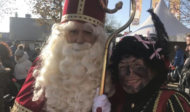 Sinterklaas en de Hoofdpiet op het Diemerplein.