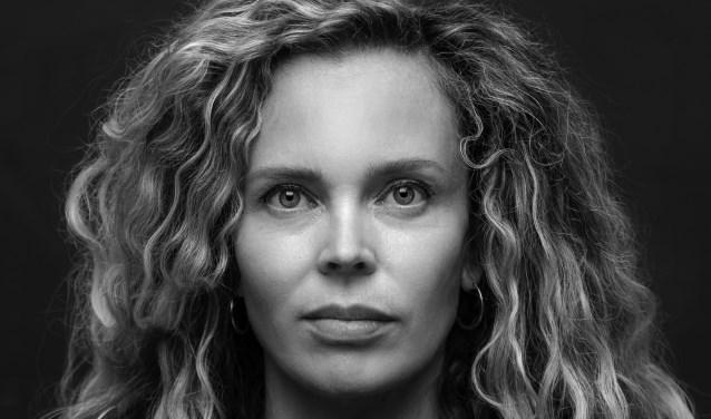 Roxane van Iperen komt vertellen over haar boek 't Hooge Nest.
