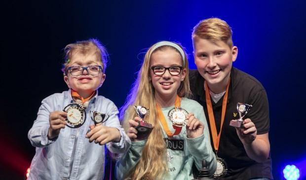De drie nieuwe kinderambassadeurs, rechts Julian Hendriks.