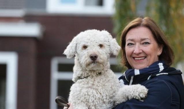Wilma de Boer-Leijsma met hond Luca.