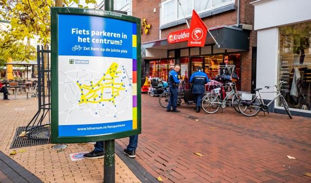 Voor het Kruidvat mogen centrumbezoekers hun fiets niet meer neerzetten, tot onvrede van de daar gevestigde ondernemers.
